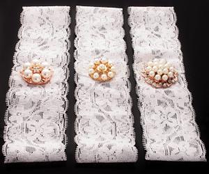 Pannband bred spets med brosch-blomma